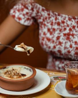 Sobremesas de pudim de leite turco sutlach