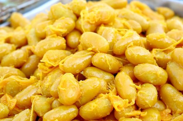 Sobremesas tailandesas ouro na comida de rua