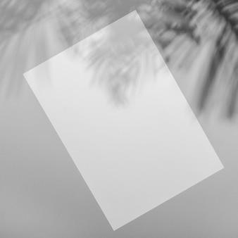 Sobreposição mínima de folheto com sombra de vegetação