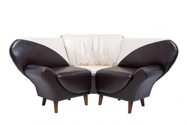 Sofá de couro único para escritório isolado no branco
