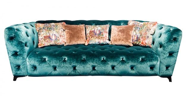 Sofá de veludo verde com travesseiro. sofá esmeralda macia com almofadas isoladas