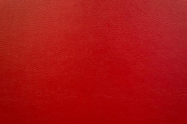 Sofá em couro vermelho.
