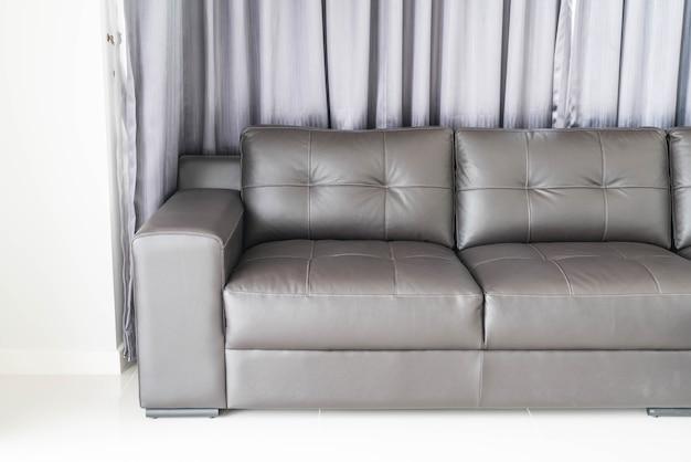 Sofá moderno na sala de estar