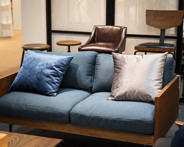 Sofás, travesseiros e cadeiras