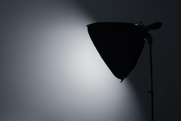 Softbox brilhante em um estúdio fotográfico.