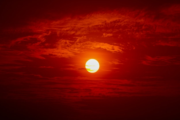 Sol grande, pôr do sol