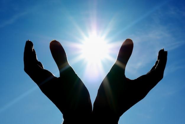 Sol nas mãos.