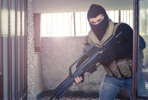 Soldado atirador em ação