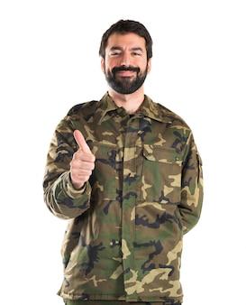 Soldado com polegar para cima