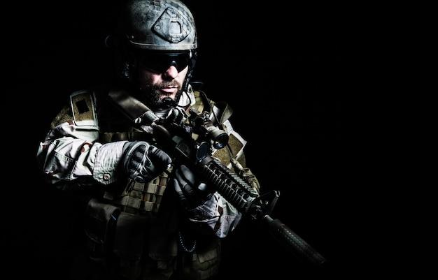 Soldado das forças especiais barba