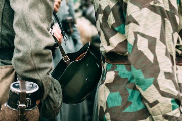 Soldado de capacete do exército alemão
