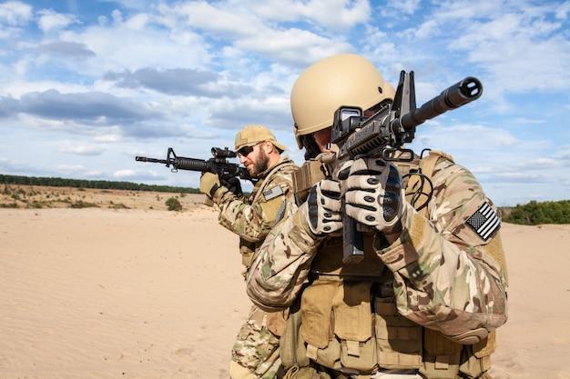 Soldado do grupo de forças especiais do exército dos eua