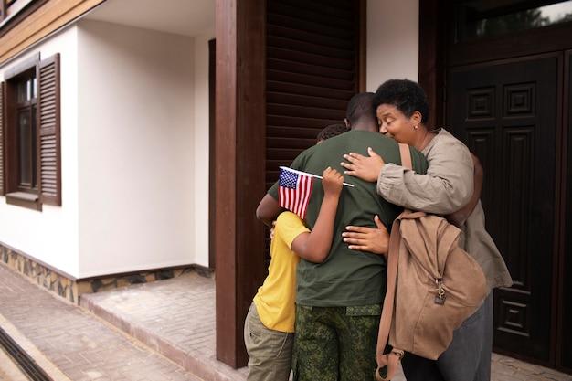 Soldado dos estados unidos partindo de sua família