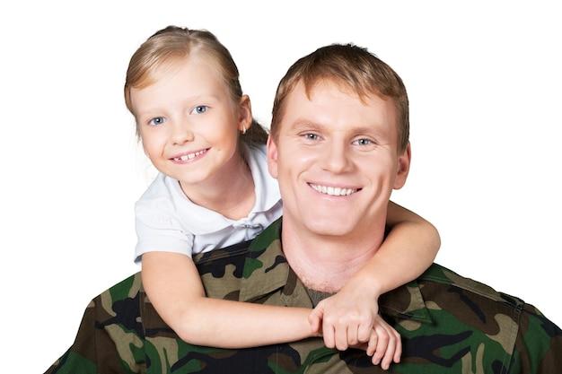Soldado militar com garotinha