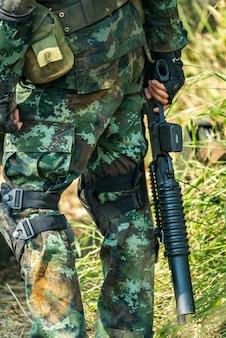 Soldado pronto para combate de guerra