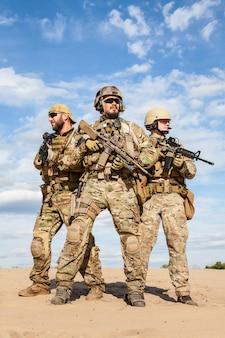 Soldados do grupo de forças especiais do exército dos eua