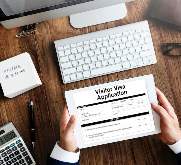 Solicitação de visto de visitante em um tablet