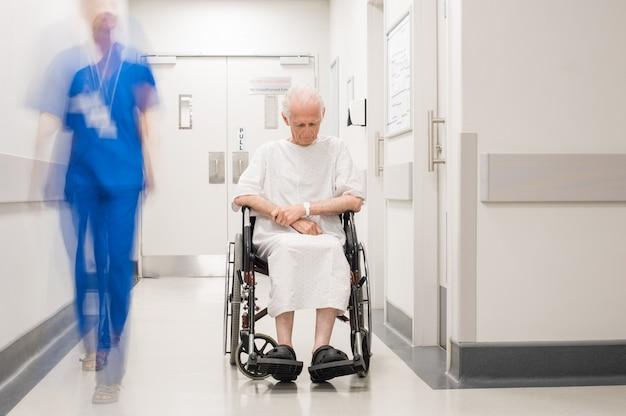 Solitário deficiente no hospital