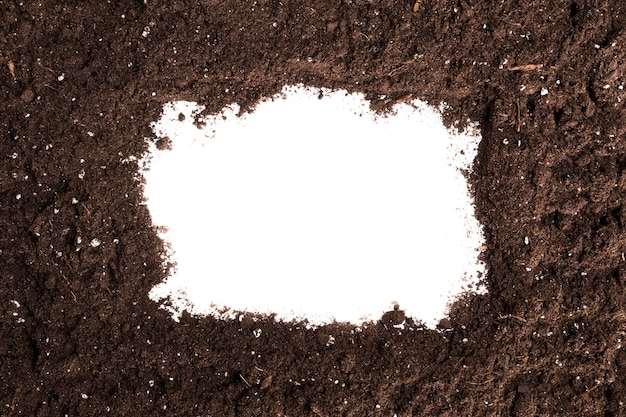 Solo ou seção de sujeira isolada no fundo branco