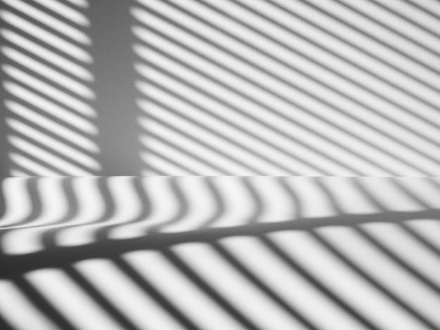 Sombra de listras pretas sobre fundo de concreto branco, para seus produtos