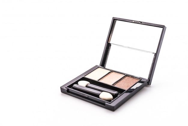 Sombra de olho cosmético isolado no fundo branco