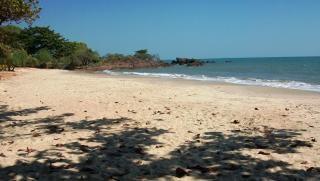 Sombra praia deserta