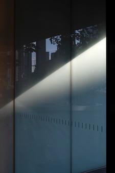 Sombras diurnas abstratas vistas ao ar livre