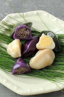 Songpyeon tradicional chuseok day food bolo de arroz coreano em forma de meia lua feito de farinha de arroz coreano