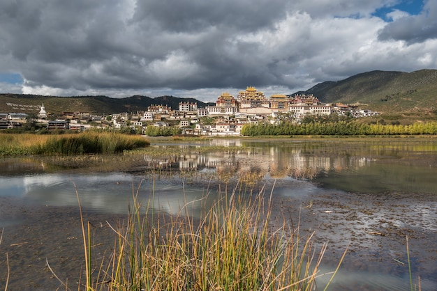 Songzanlin - monastério tibetano em shangrila, yunnan, china