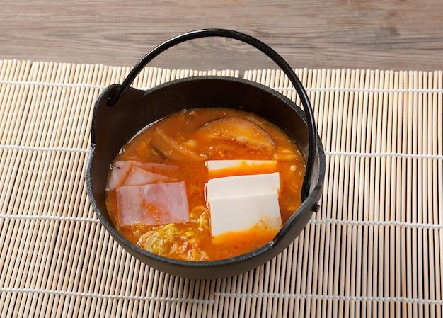 Sopa acre japonesa
