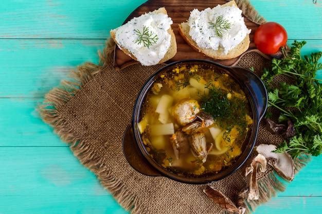 Sopa aromatizada de cogumelos porcini secos