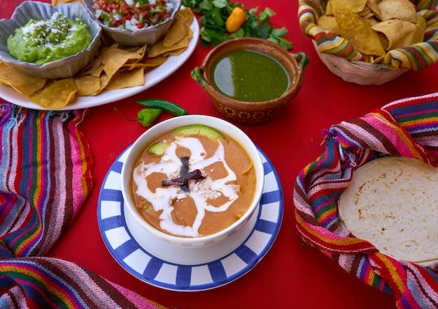 Sopa asteca da receita do méxico