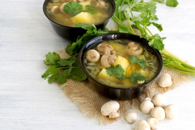 Sopa caseira de cogumelos