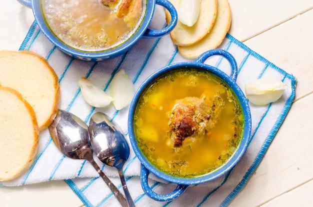 Sopa caseira fresca com carne
