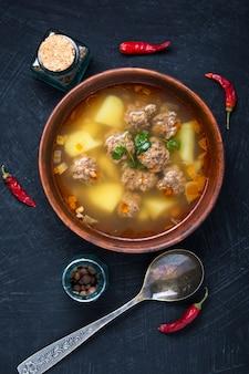 Sopa com almôndega