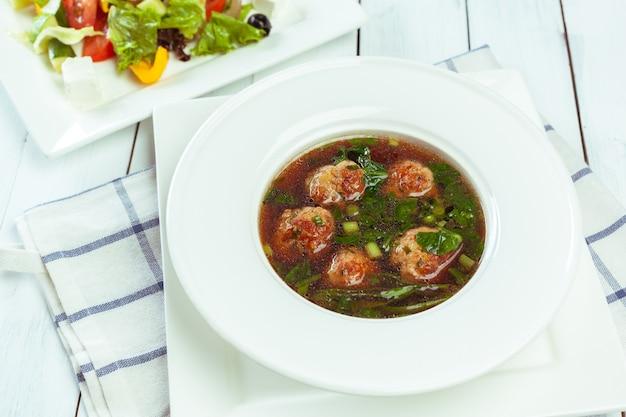 Sopa com bolas de carne