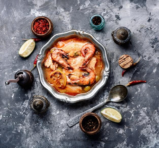 Sopa com camarão