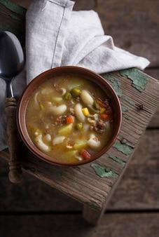 Sopa com legumes e carne picada