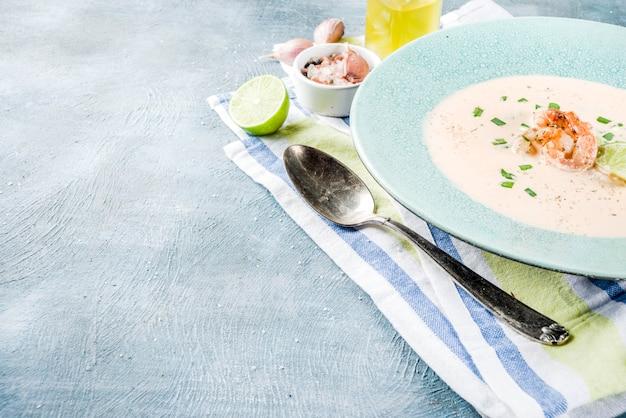 Sopa cremosa de camarão