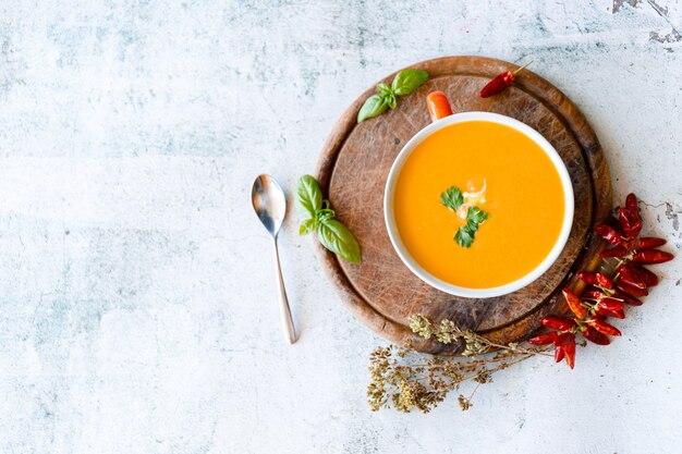 Sopa de abóbora, batata doce e cenoura