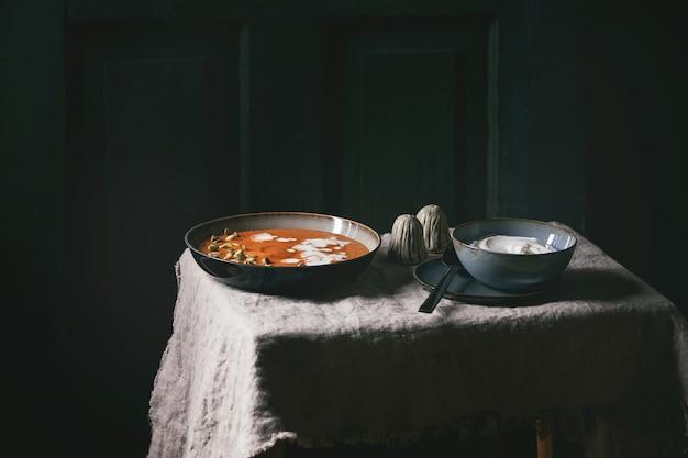 Sopa de abóbora com creme
