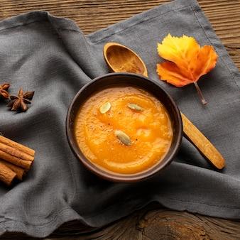 Sopa de abóbora comida de outono
