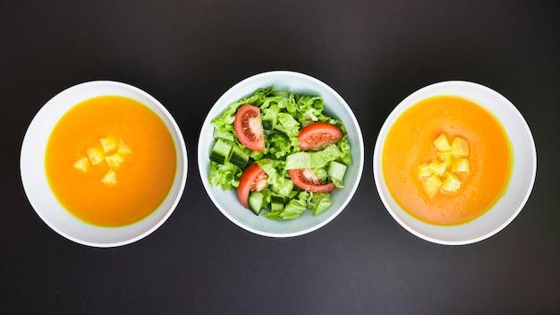 Sopa de abóbora e salada
