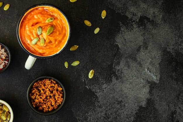 Sopa de abóbora (primeiro prato, comida deliciosa com vitaminas vegetais)