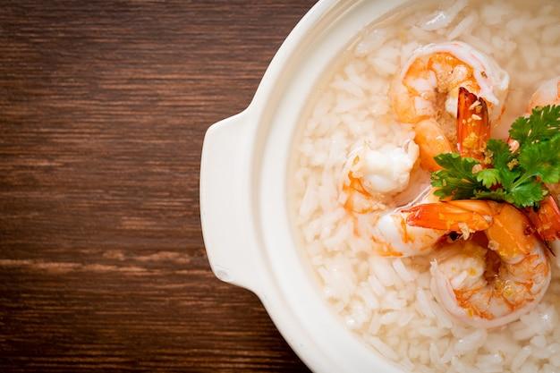 Sopa de arroz fervido com camarão