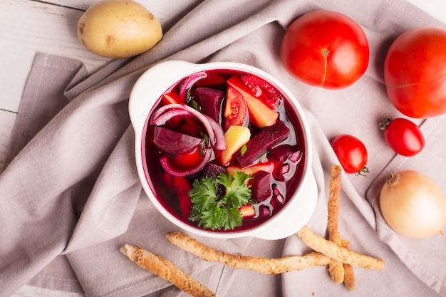 Sopa de beterraba tradicional russa