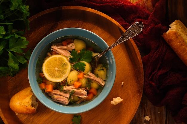 Sopa de caldo caseiro delicioso
