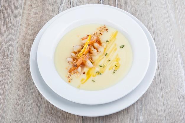 Sopa de camarão com purê de camarão