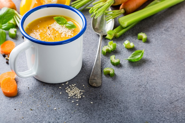 Sopa de cenoura caseira