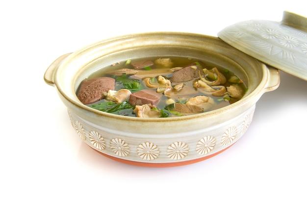 Sopa de coalhada de sangue de porco (tom lued moo) geleia de sangue de estilo tailandês